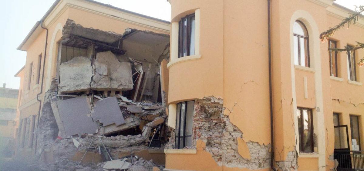 terremoto_centro_italia_2016_-_amatrice_-_scuola_romolo_capranica_28700922633